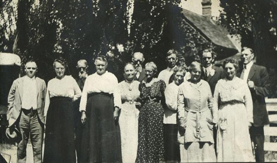 Booth, Robert family reunion 1917 Alpine_small.jpg